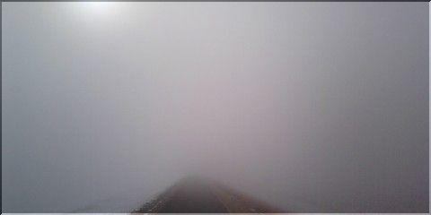 雪の朝(あした)の濃霧と太陽