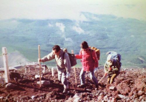 1981_長野覚先生と富士山に登る