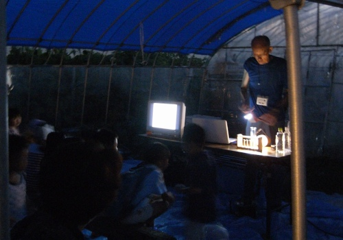 ホタルはなぜ光る?実験