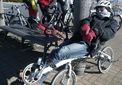 自転車に乗ったまま寝る奴