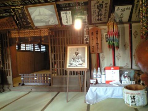 国王神社(平将門木像)