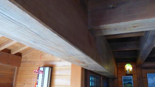 一階の玄関の大梁.jpg