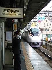 E657系と我孫子駅.jpg
