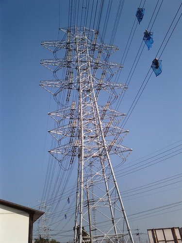 送電線で働く人