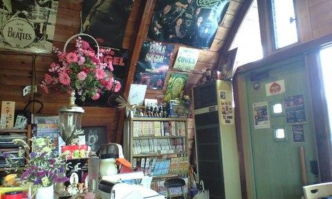 喫茶店リバーサイド店内