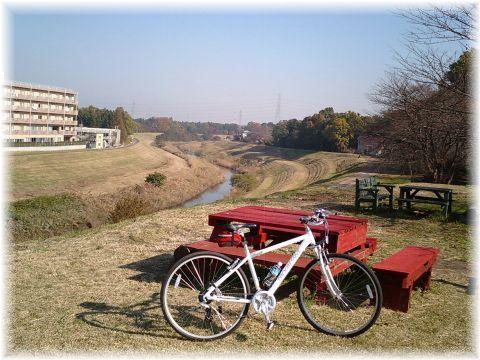 利根運河から理窓公園を望む